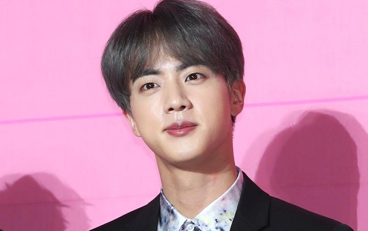 Julukan Baru Untuk Jin BTS Yang Mendunia Setelah Foto Backstage ' SNL ' Di Unggah